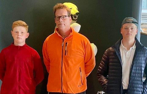 En ferierende Jan Tore Jensen flankert av sønnene Storm Gustav (t.v.) og Sondre synes ikke kollektivtransport-tilbudet var godt, da de la turen innom Saltstraumen.