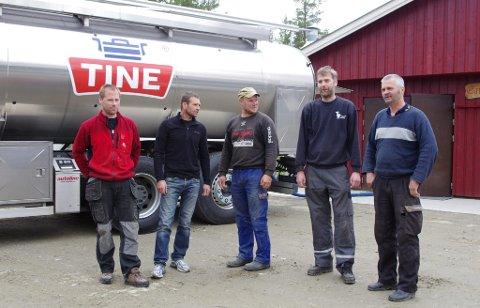 Morten Storeng f.v var riktig svar i siste del av konkurransen. Her med Ivar Bekkevoll, Per Morten Bangen, Per Nesmoen Rognstad og Leif Arne Harsjøen.