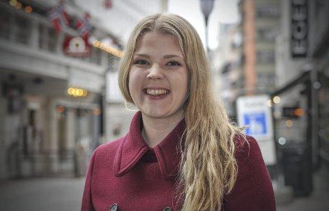 FRAMTIDA: – Eg trivst veldig godt med å jobbe med politikk, så eg trur det hadde vore veldig artig å arbeide med dette fulltid, seier Sara Sekkingstad, som står på Senterpartiet si hordalandsliste til stortingsvalet i haust. FOTO: Ragne Borge Lysaker
