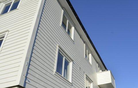 Kvinna blei funnen død i dette huset i Åsane.