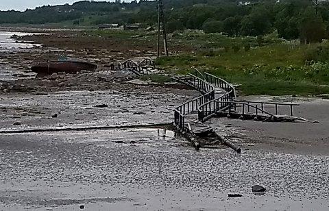 Merder: Slik ser det ut i Skålvika i Steigen. Nå har Vidar Wiik sett seg lei og ber om at oppdrettsnæringen eller kommunen rydde opp.
