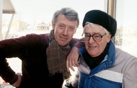 Per Jorsett (t.h.) kommenterte i en årrekke skøyter og friidrett sammen med Knut Bjørnsen i NRK. Her er duoen fra skøyte-VM i Hamar i 1985. Foto: Henrik Laurvik / NTB scanpix