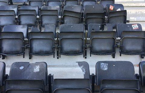 Deler av Brann-fansen lot frustrasjonen gå ut over tribunen på Skagerak arena.