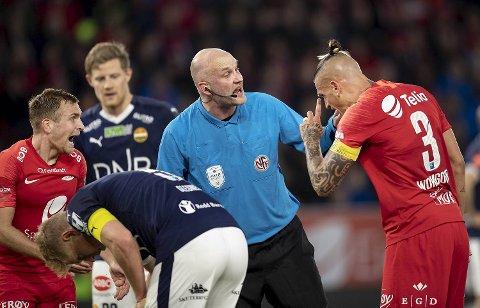 Trond Ivar Døvle la seg flat da BA snakket med ham etter kampen. – Jeg tok feil, og er forbannet på meg selv, sier Fjellhamar-dommeren.