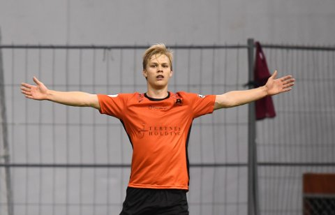 Tomålsscorer Håkon Lorentzen ga alt i onsdagens kvalikkamp i Vestlandshallen.