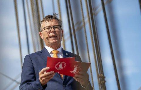 Dag Rune Olsen er i dag rektor ved UiB. Ifølge avisen Nordlys er han innstilt som ny rektor ved Universitetet i Tromsø og blir tilbudt stillingen.