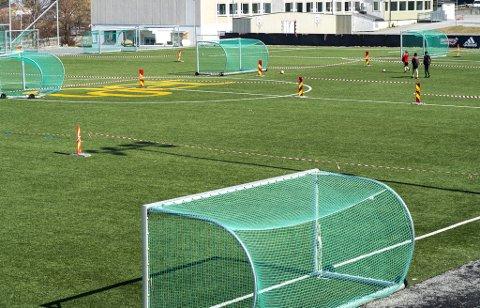 Fotballbaner over hele landet kan trolig snart igjen fylles opp av voksne menn og kvinner.