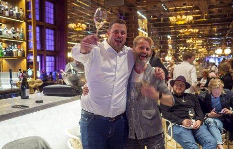 Kjøkkensjef Kristian Bretten Vangen og grunder Øystein Ellingsen var litt forvirret, men så fornøyde etter seremonien i Stavanger.