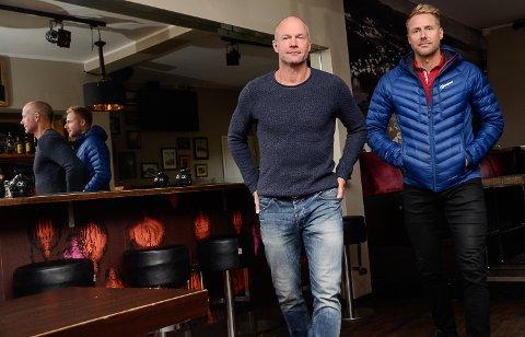 KUTTER: Få gjester i baren gjør at vi kutter ned på åpningstidene, sier Jørre Kjemperud (t.v.) og Kim Hellum.