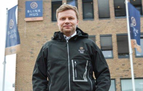 OPTIMIST: – Jeg håper vi skal kunne starte byggingen av firemannsboligen i løpet av våren, sier Gunbjørn Vidvei.