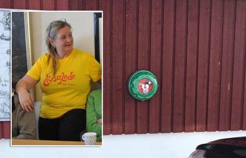 Leder for Gjesvær Helselag, Inger Karin Berg, sier at hjertestarteren er viktig for bygda når det så ofte er vinterstengte veier.