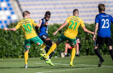 NYE STEG?: Franske Rashad Mohammed blir ein viktig spelar for Florø Fotball i år. Her i kamp mot Ull/Kisa på La Manga.