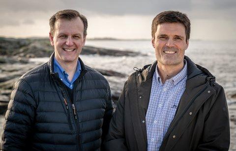 Cargill-direktøren Fredrik Witte (t.v) og Skretting-direktøren Erlend Sødal lovar framleis hard konkurranse på fiskefôr, men at et transportsamarbeid vil gje meir effektiv fiskefôrdistribusjon og mindre utslepp av klimagassar.
