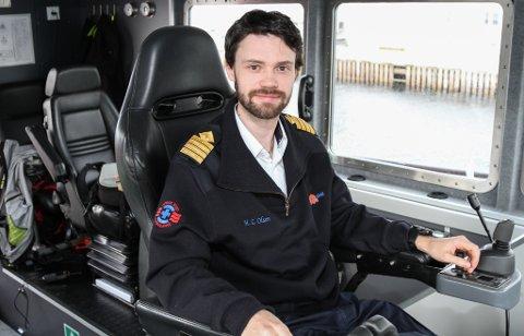 Harald Leite Olsen (29) er skipsførar på loskøyta hos Florø Skyssbåt.
