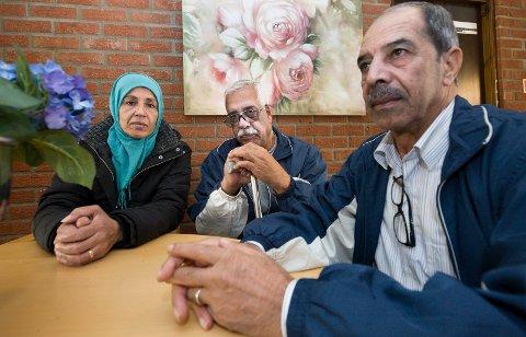 - Håper på trygghet: Fra venstre Ateka (52), hennes mann Atta (61) og vennen Abrhem Suleyman (68) kom til mottaket på Ørmen tirsdag. De sier de har brukt en måned på sin ferd gjennom Europa fra Syria.