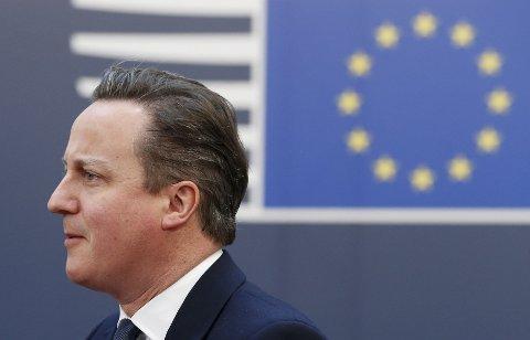 På vei ut: Statminister David Cameron idet han kom for å drøfte Brexit på siste møte for UEs toppledere før folkeavstemningen. Kronikkforfatterne mener resultatet skaper flere spørsmål enn det avklarer.
