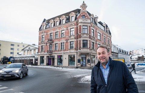 Hyggelige tall: Bjørn Erik Simensen er fornøyd med de ni første driftsmånedene etter at han tok over Hotel Fredrikstad.