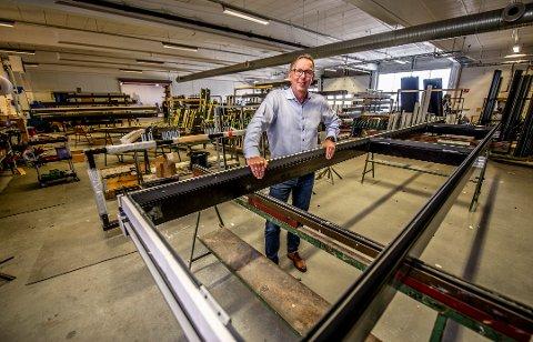 Administrerende direktør Tom Aas og GlassTeam har vært gjennom en tøff reise – og nå styrker de og søsterselskapet posisjonen i markedet med oppkjøp i Bergen.