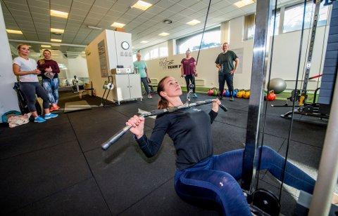 Full fart: Marianne Krogh-Bjerke eier Team PT og har også gruppetimer som personlig trener. Her viser hun en av øvelsene som gruppen skal gjennom.