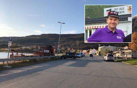INGEN GOD LØSNING: Det sier Rudi Olsen, daglig leder ved Det lille kjøkken, om den nye parkeringsordningen i Bjerkvik sentrum.