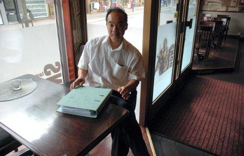 KLAGER: Thomas Huanhua Zhao, eier av skjenkestedet Lt. Dons, klager på kommunens skjenkekontroll. Arkivfoto