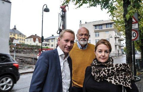 KLART: Kenneth Kløw, Rolf Mikaelsen og Therese Gjessvåg lanserer salgsstart for 14 leiligheter i Storgata.