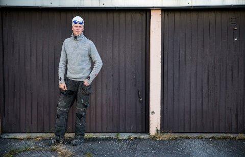 UNG GRÜNDER: Emil Egner Hovsløkken (21) startet sin egen bedrift i januar. Snekkeremil AS har allerede to ansatte.