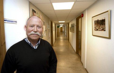 Byggesaksleder Kjell Arve Bråtesveen har ønsket fortgang i planene i Storgata 81 siden brannen for snart to og et halvt år siden. Fortsatt har han mottatt verken byggesøknad eller forslag om reguleringsendring.