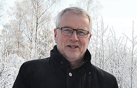 FØLGER OPP: Rådgiver Gunnar Haslerud jobber kontinuerlig med å sikre kommunen nok smittevernutstyr.