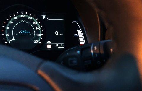 STRØM PÅ TANKEN: Stadig flere kjører bil med elmotor i en eller annen form, og i januar utgjorde fossilbilene bare seks prosent av de førstegangsregistrerte personbilene på Hadeland.
