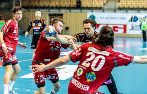 Kristoffer Stenberg Henriksen i aksjon mot Haslum.