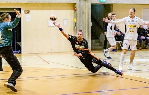 BANENS BESTE: Rasmus Mølgaard spilte en meget god kamp fot HTH i seieren mot Runar.