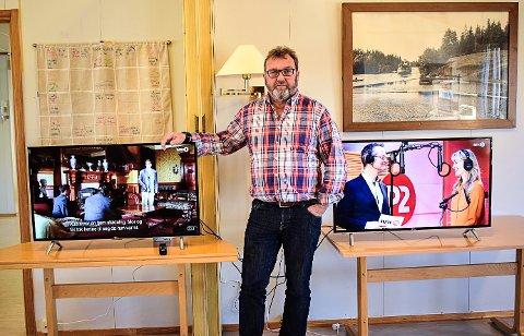 OPPGRADERING: Takket være en raus pengegave, har virksomhetsleder Christian Gundersen kunne gått til innkjøp av nye TV-er til brukerne ved Fosbykollen Sykehjem.