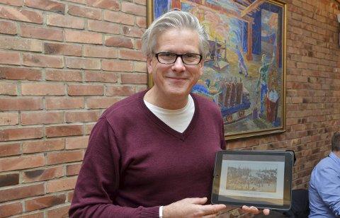 Kultursjef: Lage Thune Myrberget viser fram ett av Knud Knudsens mange historiske bilder. – Fotografen fra Odda var en multipionér, sier Myrberget.