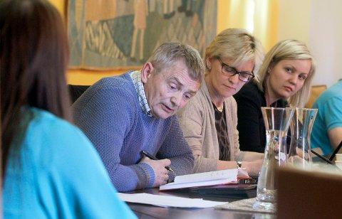 BØR ROE OSS NED: Høyres Egil Sundve (H) stemte for utsettelse i oppvekststyret og mener fortsatt det mest fornuftige er å roe ned ett år eller to. Her fra et møte i oppvekststyret i forrige periode.