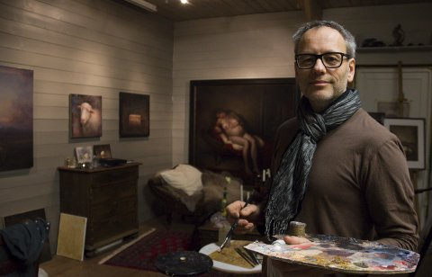 Gleder seg: Kunstmaler Billy Roy Økland har aldri stilt ut i Skudeneshavn og gleder seg.