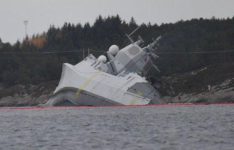 Fregatten veltet over på siden, og ble liggende i fjæren.
