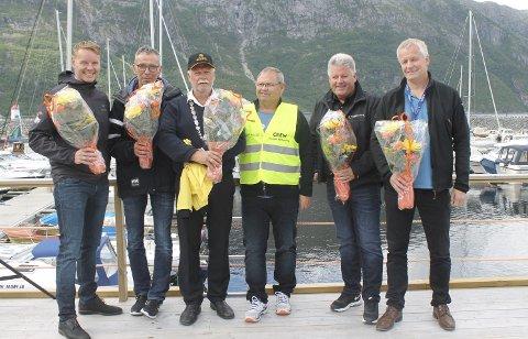 Blomstergutter: Disse fikk blomster ved åpningen; Dag Hugo Hermstad (Helgeland Sparebank), Rune Pedersen (Helgelendingen), Jann-Arne Løvdahl (Vefsn kommune), Roar Kleivhaug (leder Mosjøen båtforening) Kjell Arne Jenssen (Mosjøen Havn KF) og Atle Edvardsen (Sparebank 1 Nord-Norge) foto: Benedicte wærstad