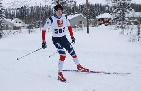 TIL KM PÅ SKI: Kristoffer Grønvik fra Mosjøen IL er en av de mange vefsningene som tar turen til Fauske og KM på ski.  FOTO: PER VIKAN