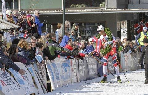 Johannes Høsflot Klæbo har deltatt to ganger i Bysprinten i Mosjøen. Til tross for utfordring med varmen, kan arrangøren love ny folkefest i helga.