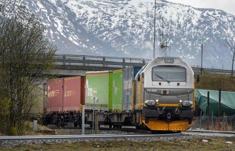 I revidert nasjonalbudsjett for 2019 foreslår regjeringen å bruke 60 millioner kroner på en støtteordning for godsoverføring til jernbane.