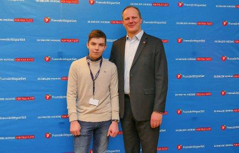Kristian Håkon Dahl, formann i Hammerfest og omegn FpU og samferdselsminister Ketil Solvik-Olsen.