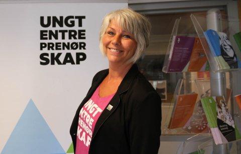 BRENNER FOR JOBBEN: Trine Hogseth har vært ansatt i Ungt Entreprenørskap Finnmark i åtte år.