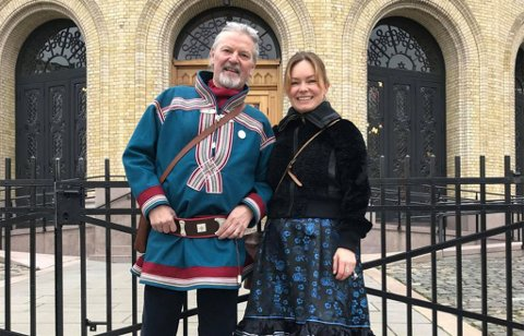 2019: Teatersjef Rolf Degerlund og daværende styreleder Lene Hanssen i Beaivvas var i oktober 2019 på Stortinget da familie- og kulturkomiteen hadde sin åpne høring om statsbudsjettet.