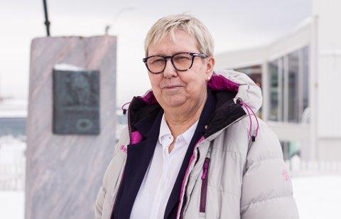 TILLIT: Ordfører i Vadsø, Wenche Pedersen (Ap) stoler på at folk følger påbudet om munnbind. Hun har allerede sett at mange bruker munnbind. I Vadsø er det registret 9 smittetilfeller mandag 21. juni.