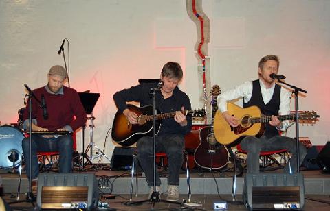 Hvert år stiller nye musikere velvillig opp til inntekt for en god sak. Bildet er hentet fra en tidligere julekonsert og er av Kim Laland, Børre Bratland og John Gravdal.