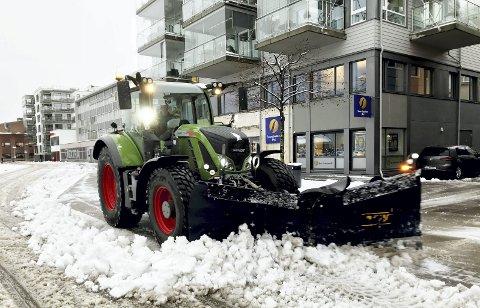 31. januar 2020: «Endelig snø» i januar. Det siste døgnet av årets januarmåned kom det såpass med snø at brøytemannskapene måtte ut å kjøre traktorer og fres. Februar har også startet med et lite snøfall. Kanskje blir det litt vinter tross alt. Foto: Pål Nordby