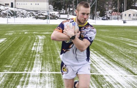 Klar: Leif Nilsen starter med rugbytrening på Kragerø stadion og håper mange vil benytte seg av tilbudet.