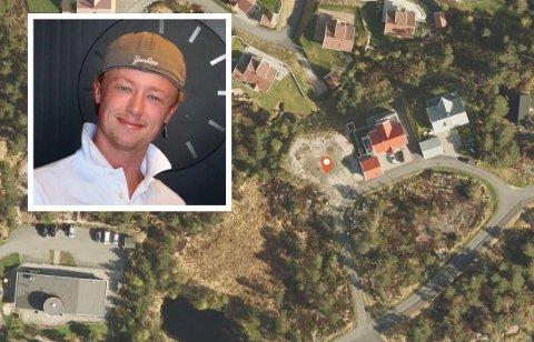 BOLIGTOMT: Huset skal bygges på tomta markert med oransje pil. Mathias Bodin Åkvåg gleder seg til å kunne bosette seg på Stabbestad.