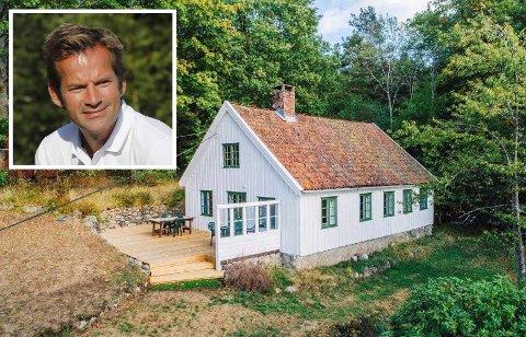 SKAL PUSSE OPP: Jon Almaas skal gjøre hytta mer moderne ved å blant annet etablere flere dører og nye vinduer.